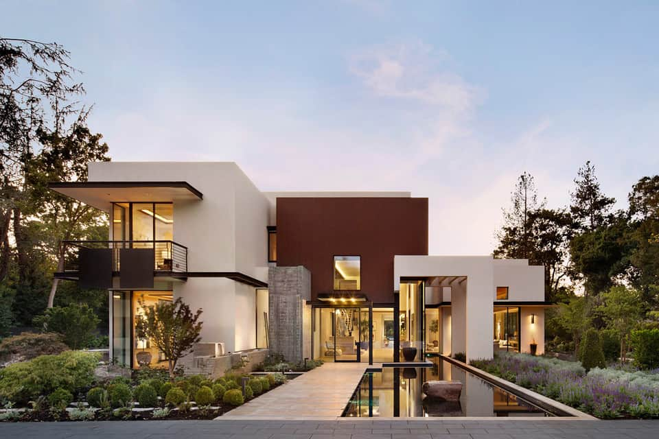 Fascinating modern property in California boasts luxury amenities