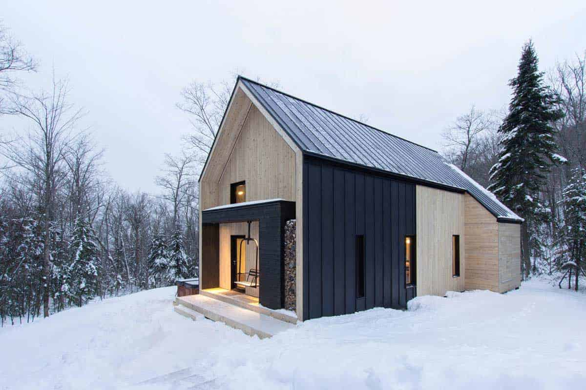 Scandinavian-inspired cottage surrounded by forest in Quebec