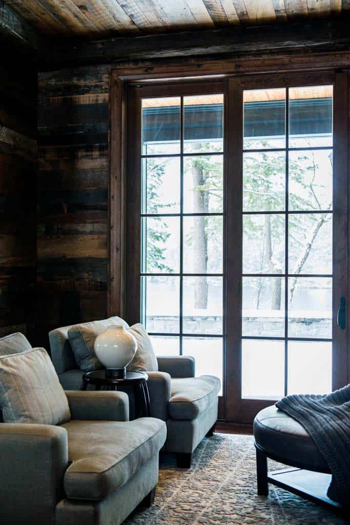 charming-rustic-cottage-timothy-johnson-design-02-1-kindesign
