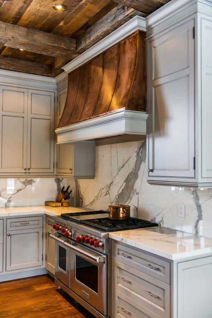 charming-rustic-cottage-timothy-johnson-design-05-1-kindesign