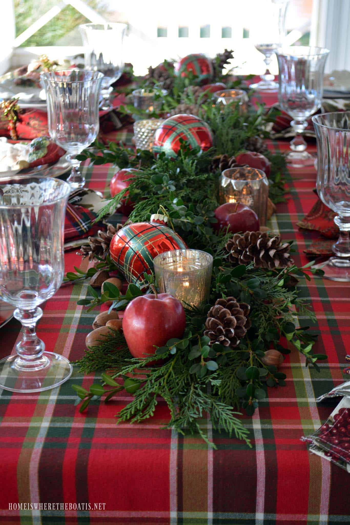 christmas-table-decorations-06-1-kindesign