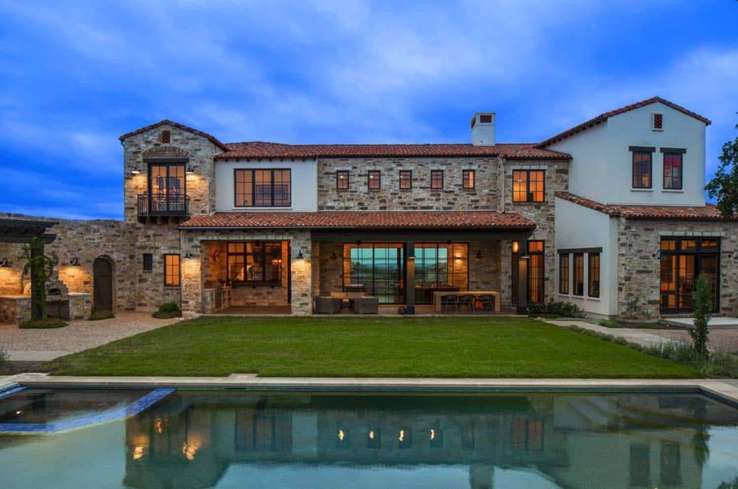 An Italian farmhouse in Texas with brilliant contemporary details