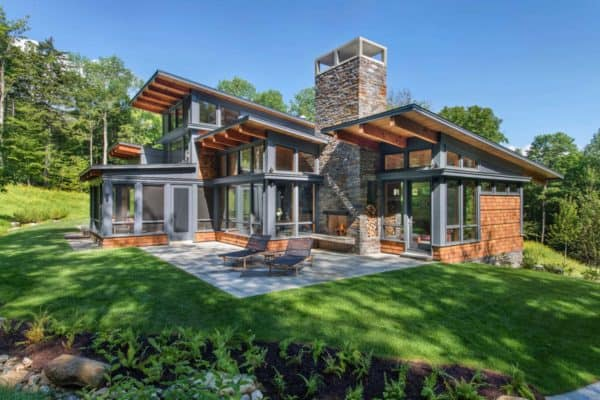 featured posts image for A Vermont mountain getaway nestled into a heavily wooded site
