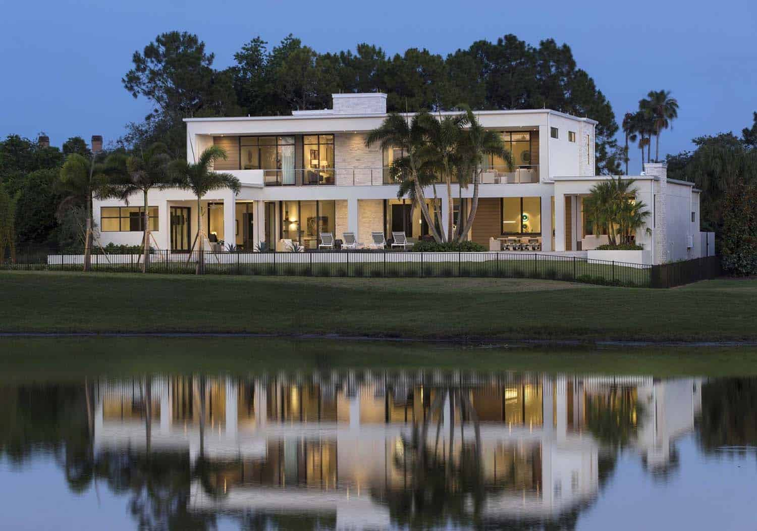 Sustainable modern home in Florida features streamlined interiors
