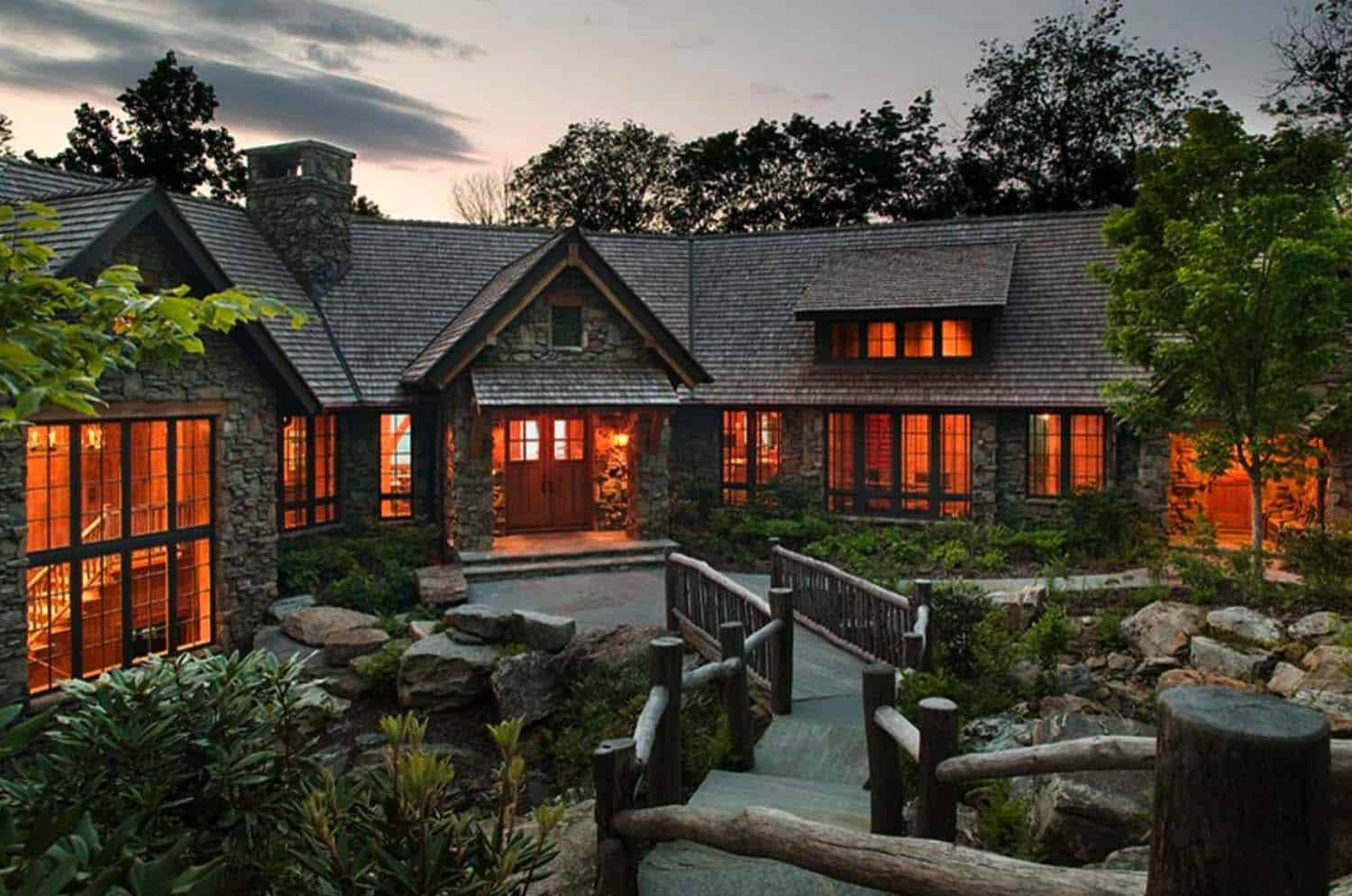 Dreamy cabin retreat perched on a rocky mountainside in North Carolina