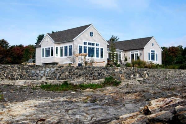 featured posts image for A simple yet elegantly styled seaside cottage in Maine