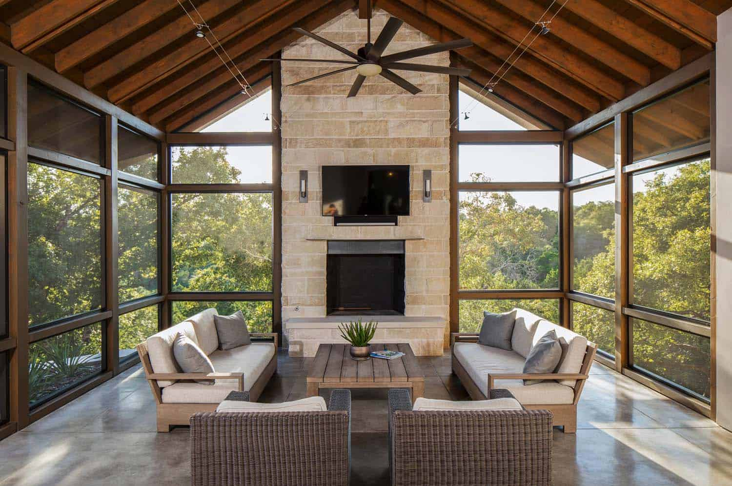 38 amazingly cozy and relaxing screened porch design ideas for Houses with screened in porches