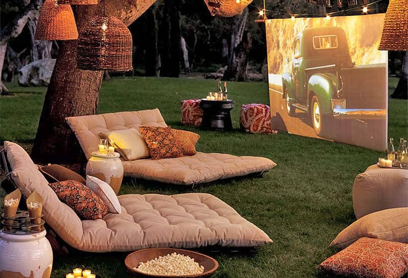 Backyard Movie Theaters-01-1 Kindesign