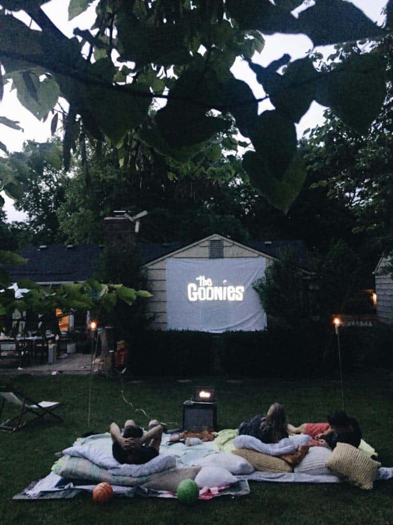 Backyard Movie Theaters-12-1 Kindesign
