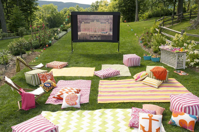 Backyard Movie Theaters-18-1 Kindesign