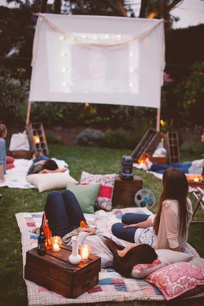 Backyard Movie Theaters-20-1 Kindesign