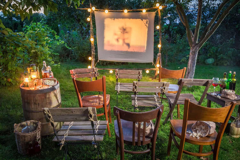 cool-backyard-movie-theater