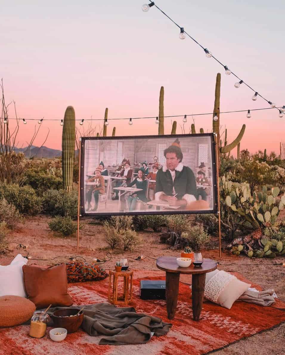 outdoor-movie-theater-in-the-desert