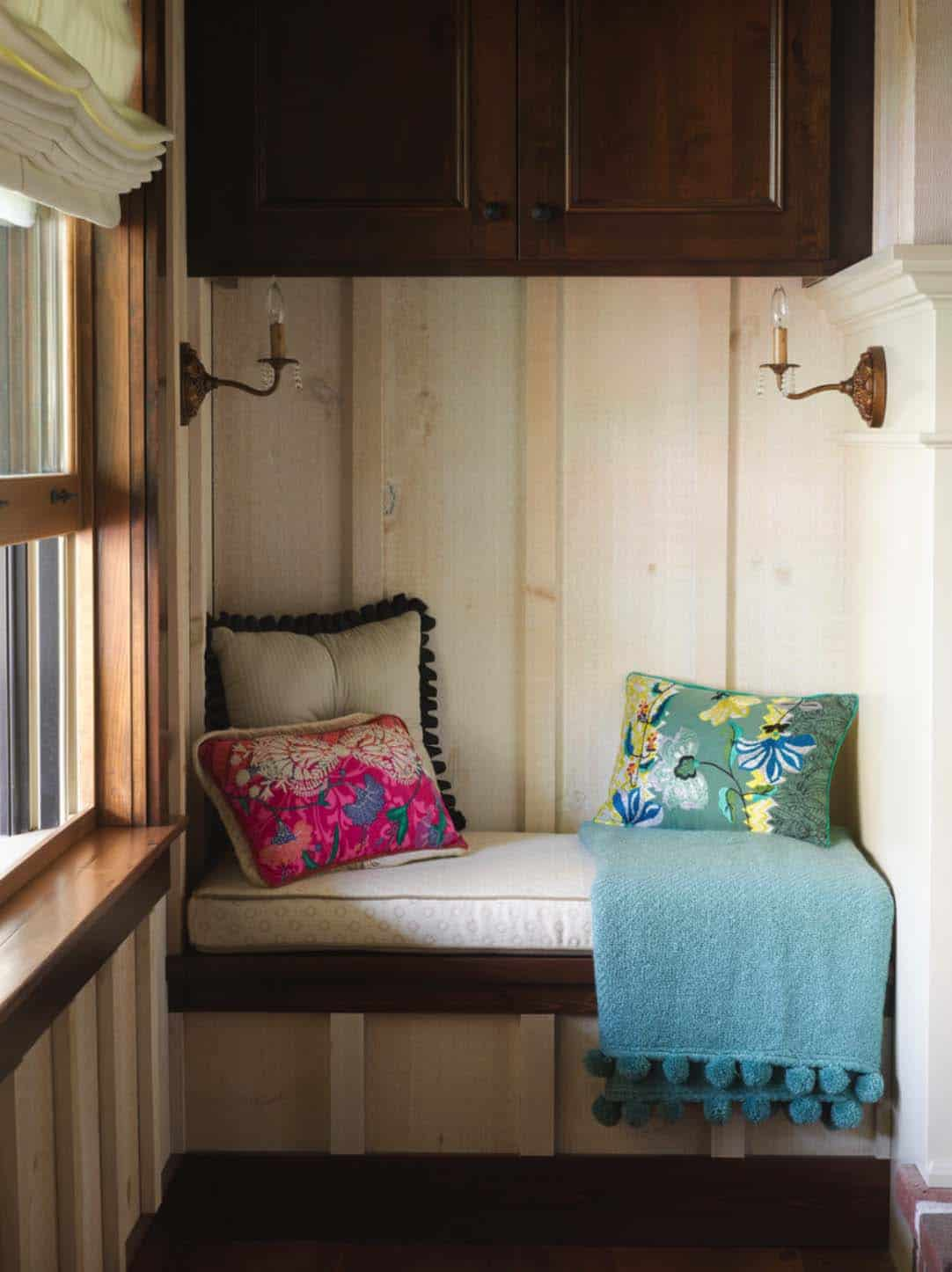 Cozy Reading Nooks For Lounging-05-1 Kindesign