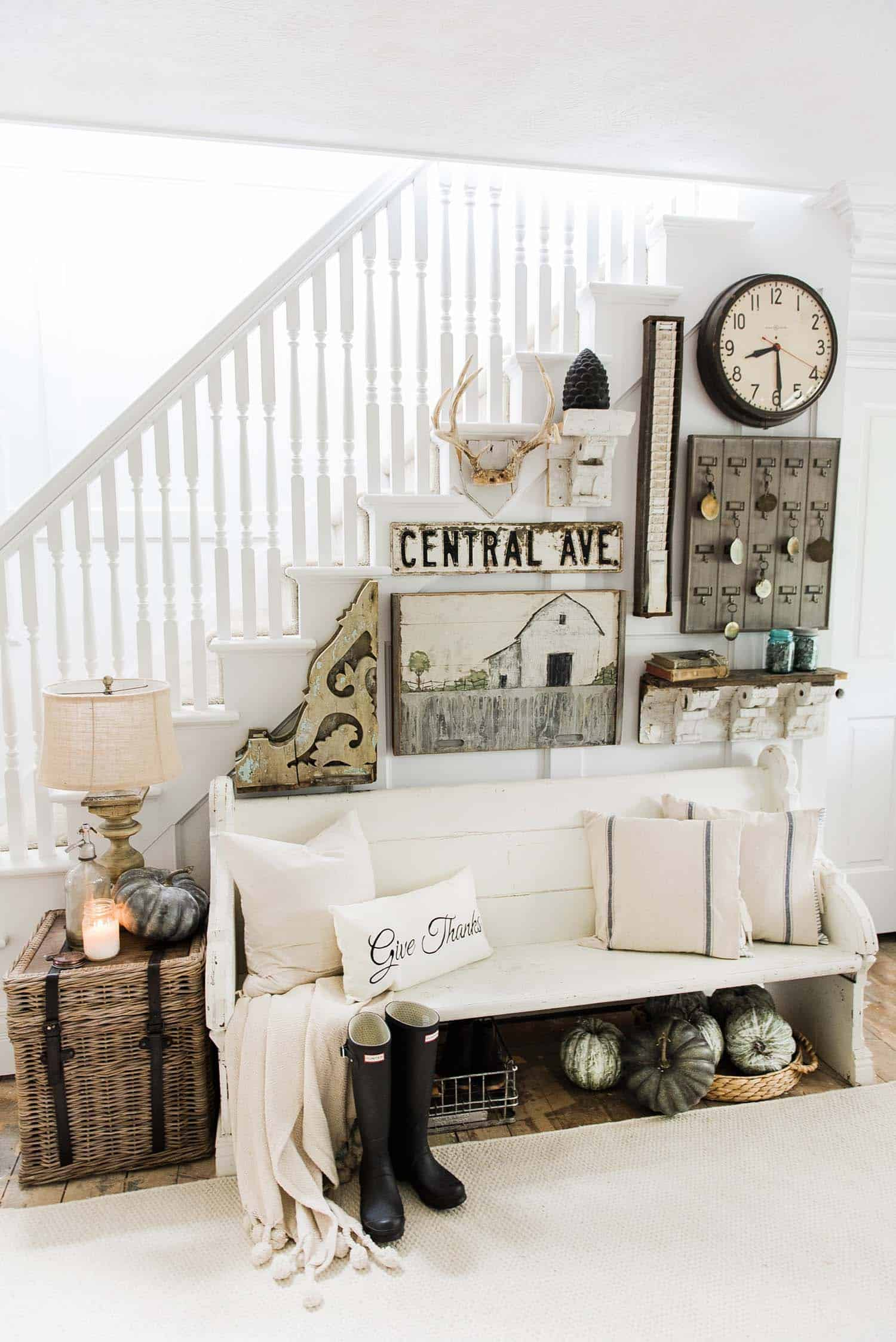 Fall-Inspired Entryway Decorating Ideas-01-1 Kindesign