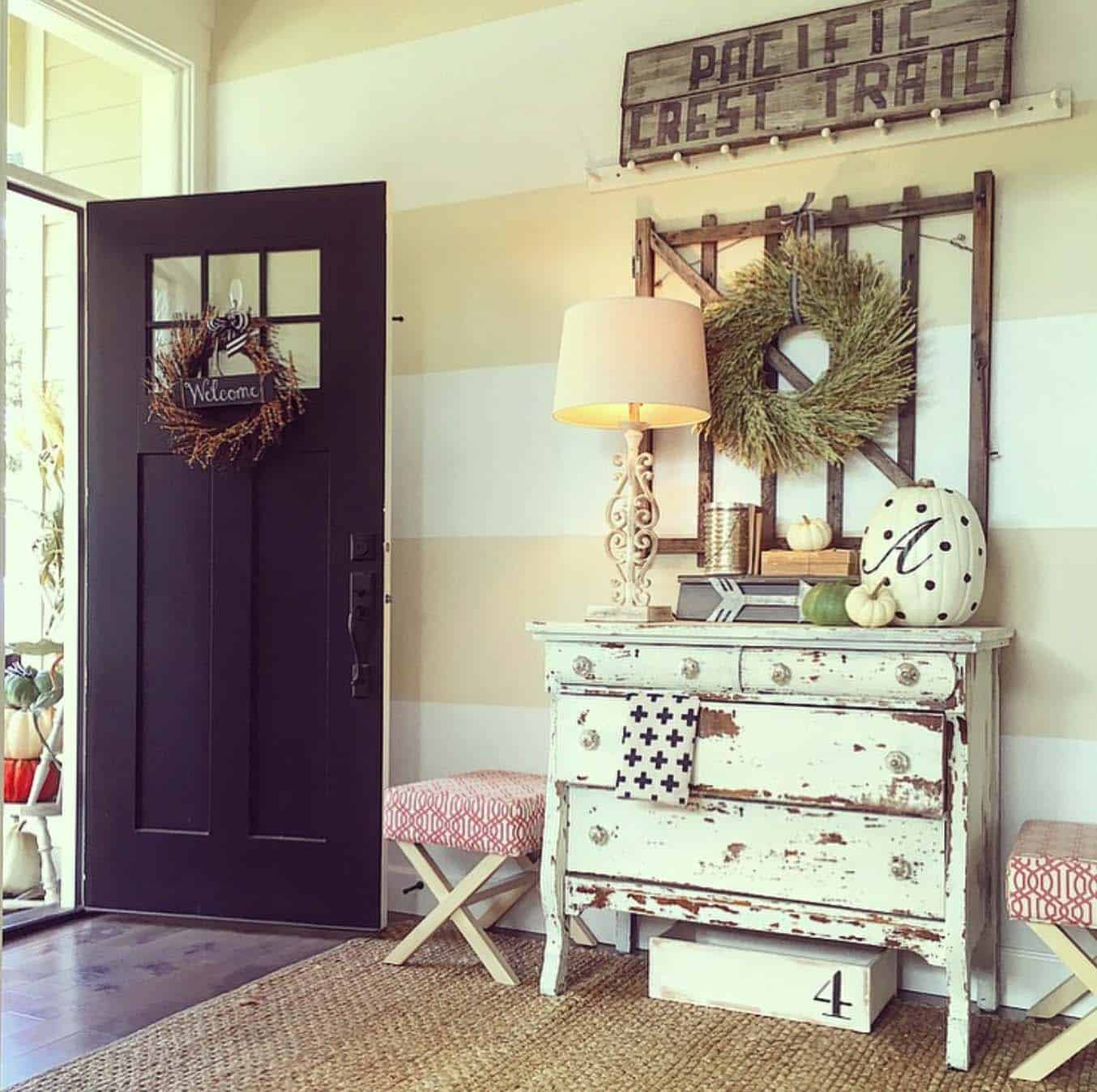 Fall-Inspired Entryway Decorating Ideas-28-1 Kindesign