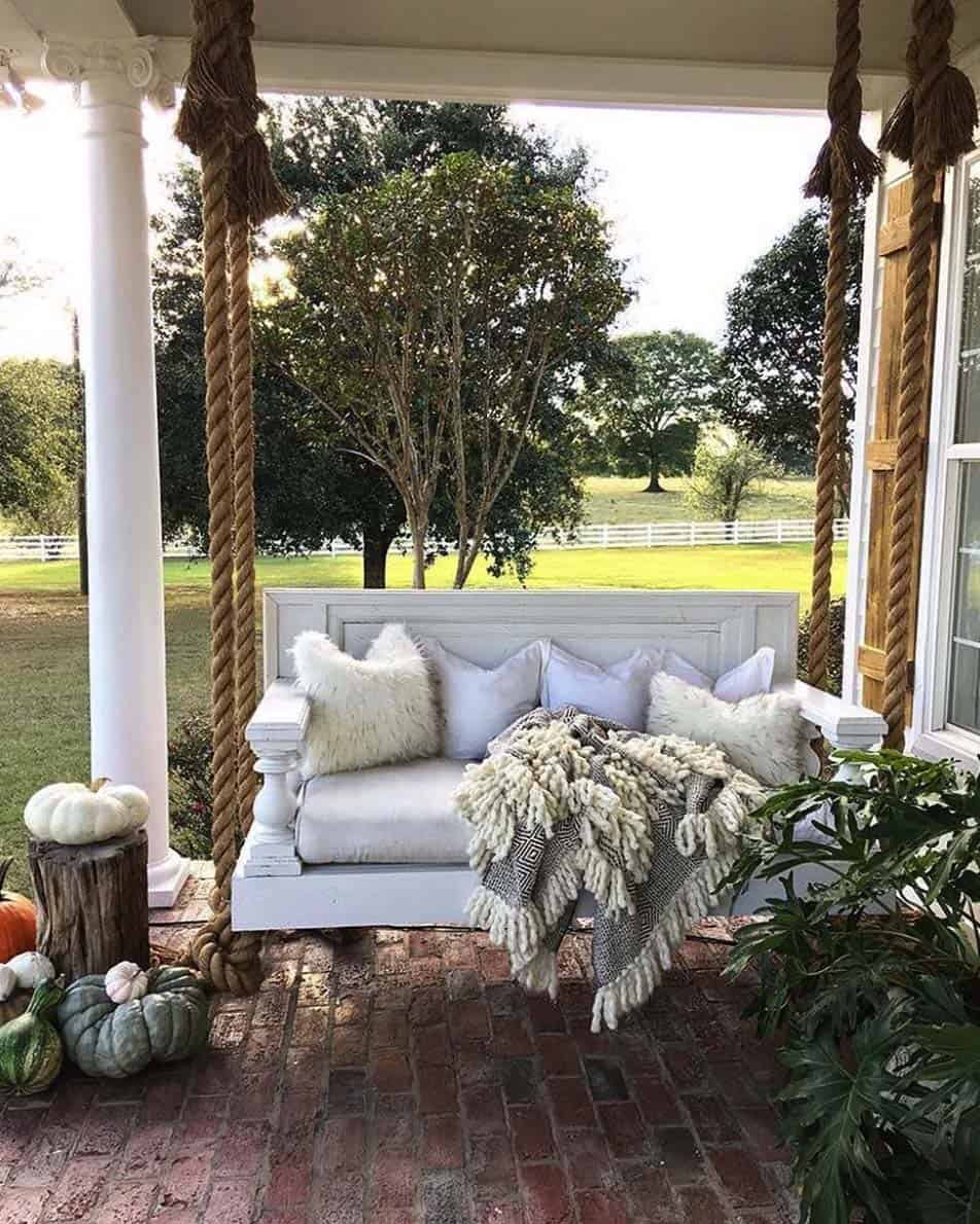 Fall-Inspired Outdoor Living Spaces-19-1 Kindesign