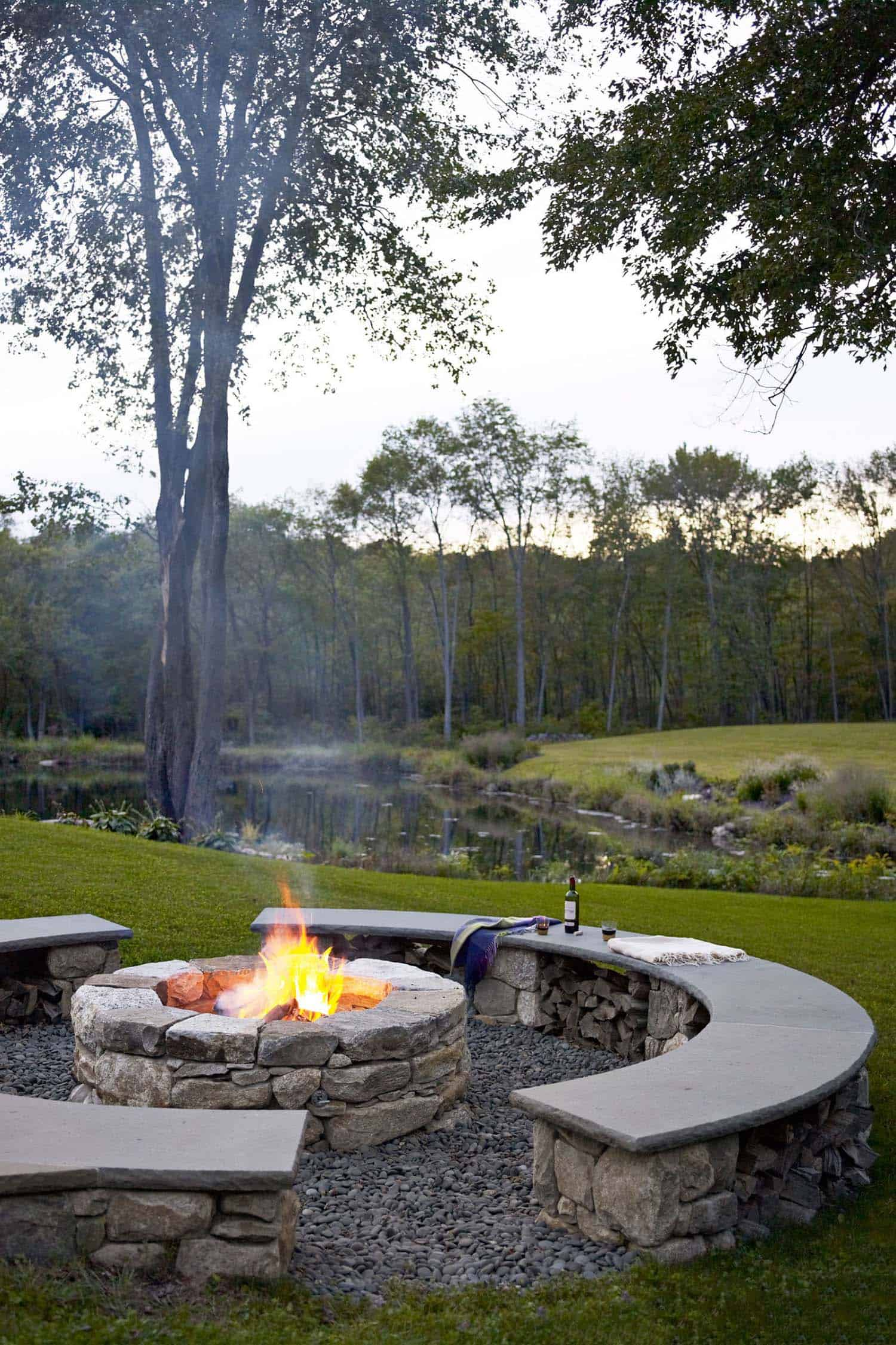 Fall-Inspired Outdoor Living Spaces-25-1 Kindesign