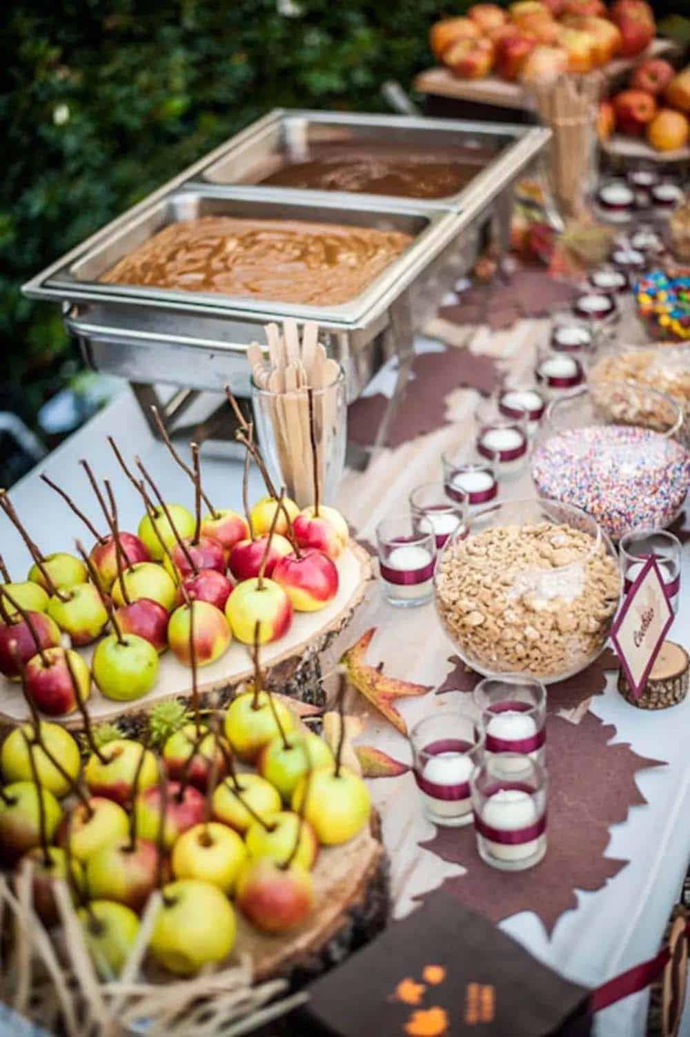 outdoor-caramel-apple-bar