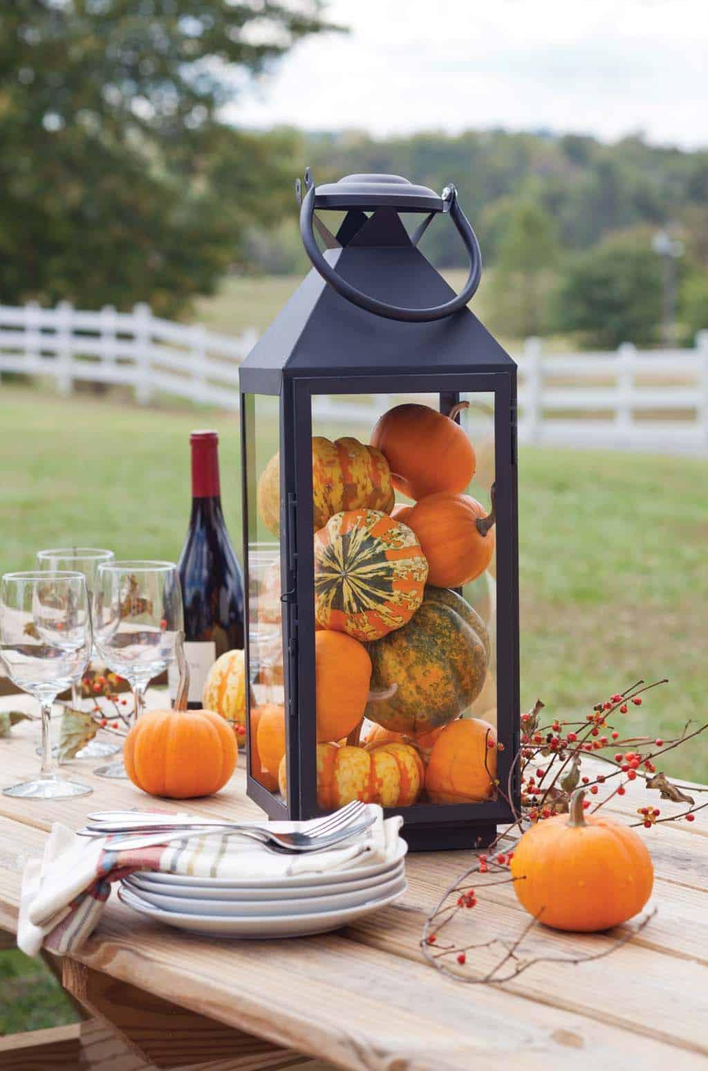 lantern-pumpkin-table-display