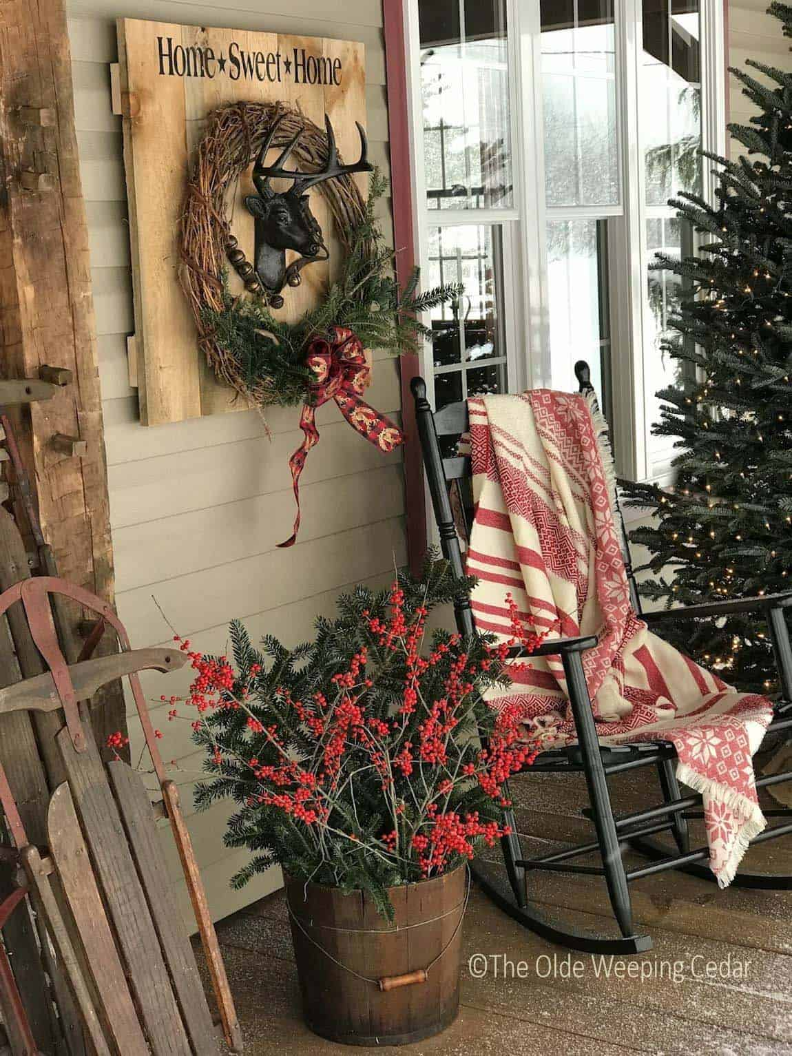 outdoor-rustic-christmas-decorated-front-porch