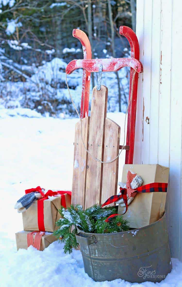 outdoor-christmas-decorations-diy-vintage-sled
