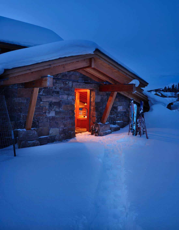 ski-entrance-rustic