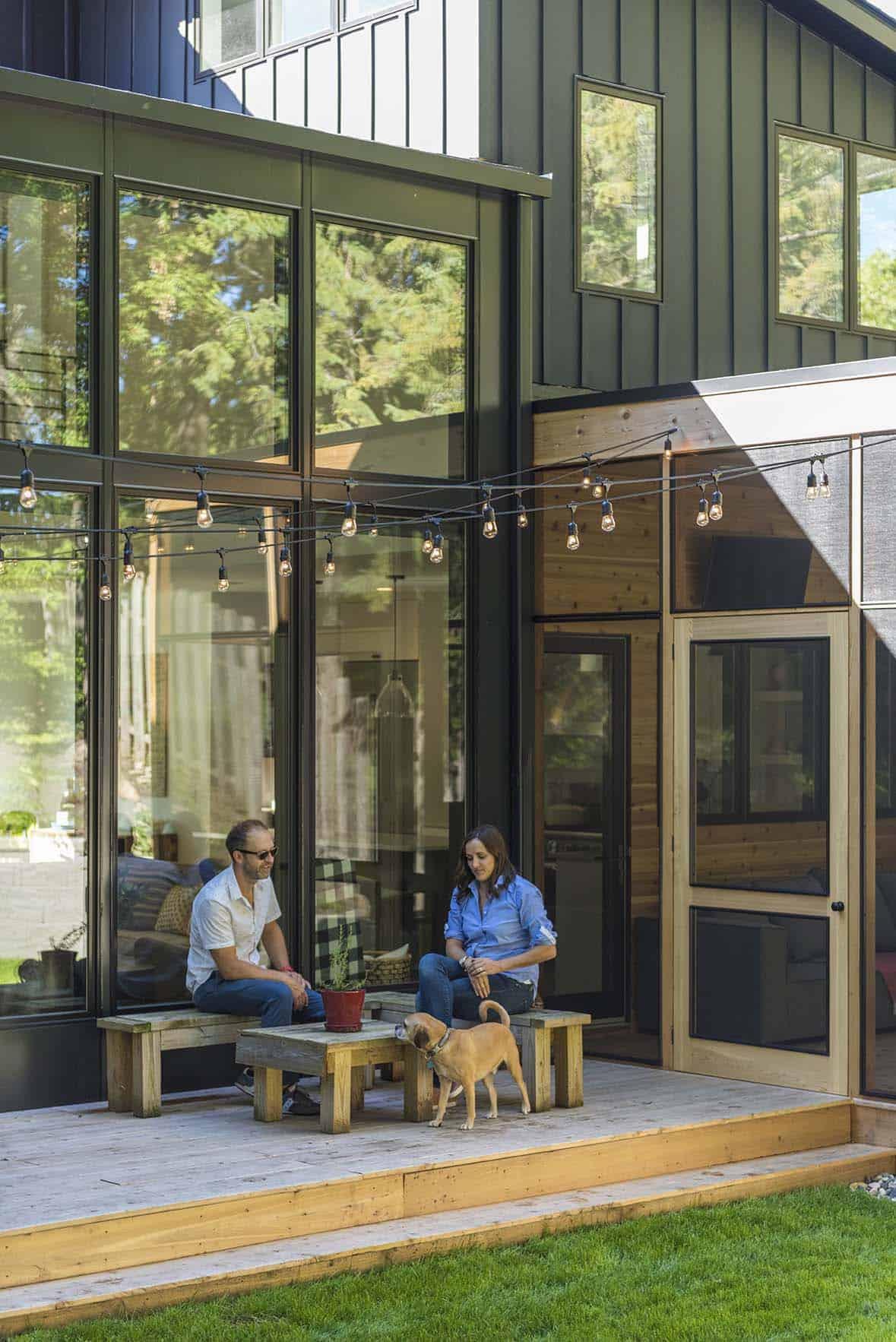 residence-modern-farmhouse-deck
