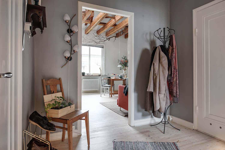 small-apartment-interior-scandinavian-entry