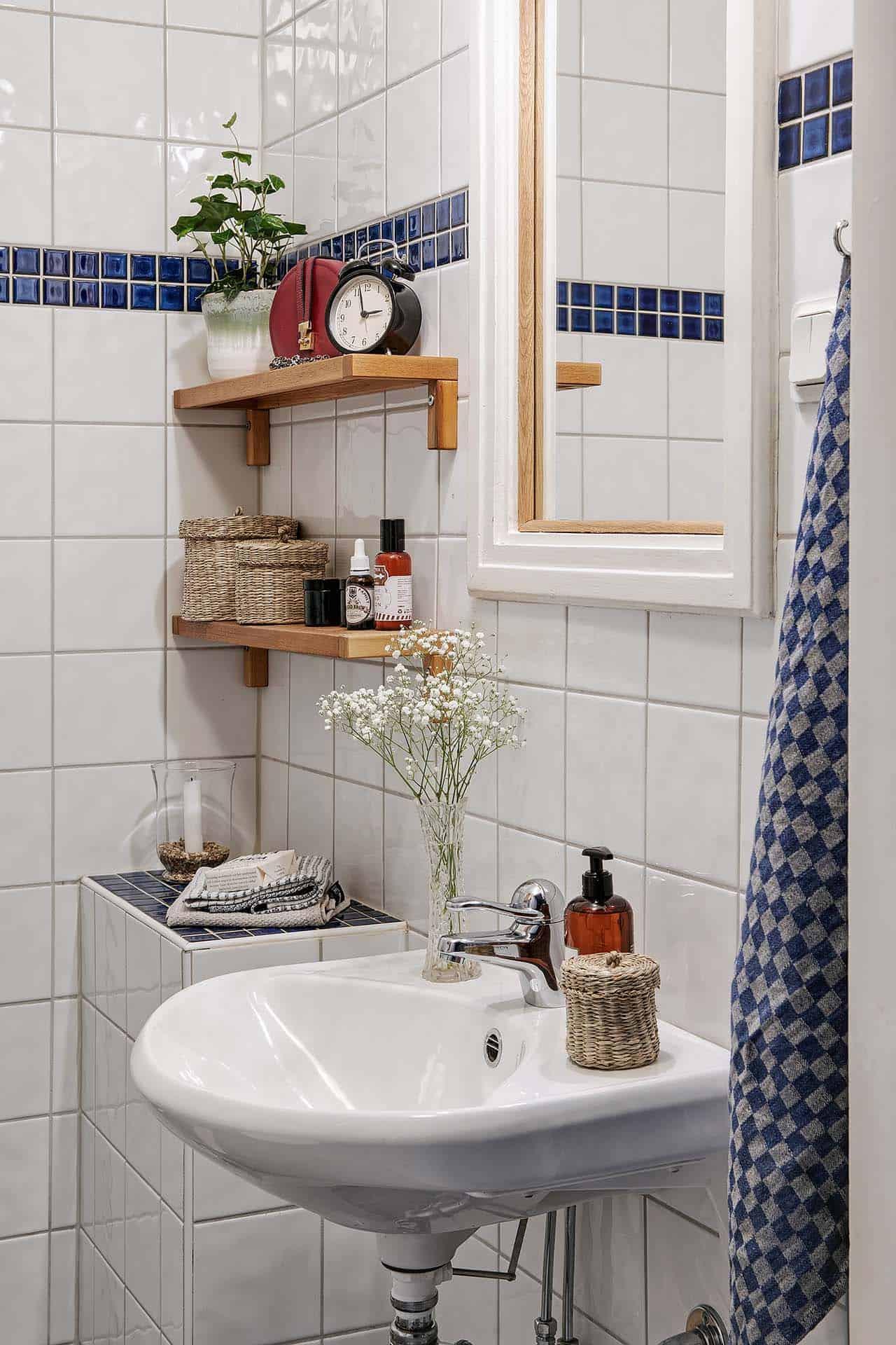 small-apartment-interior-scandinavian-bathroom
