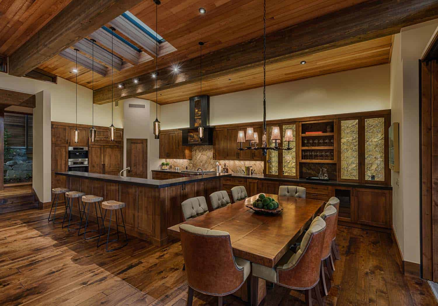 transitional-style-mountain-home-dining-room