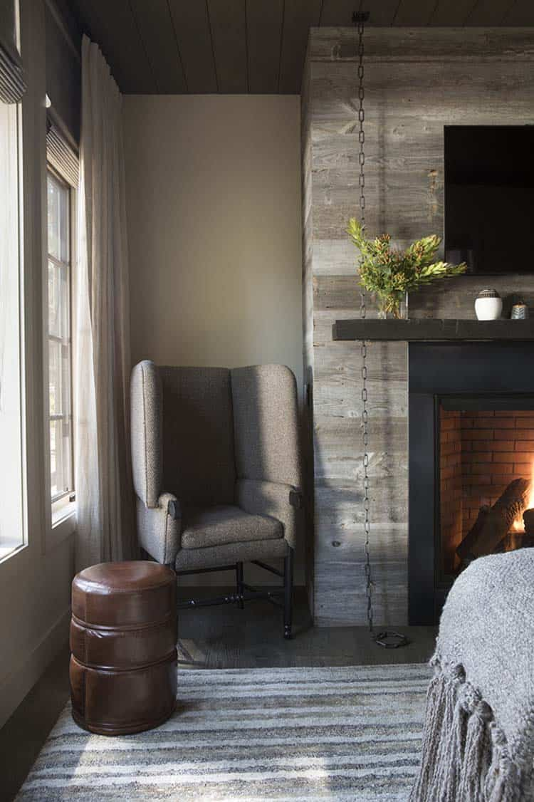 mountain-home-bedroom-fireplace