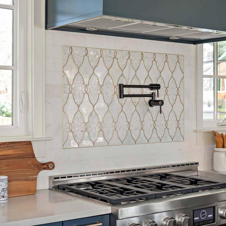 picture-frame-accent-farmhouse-kitchen