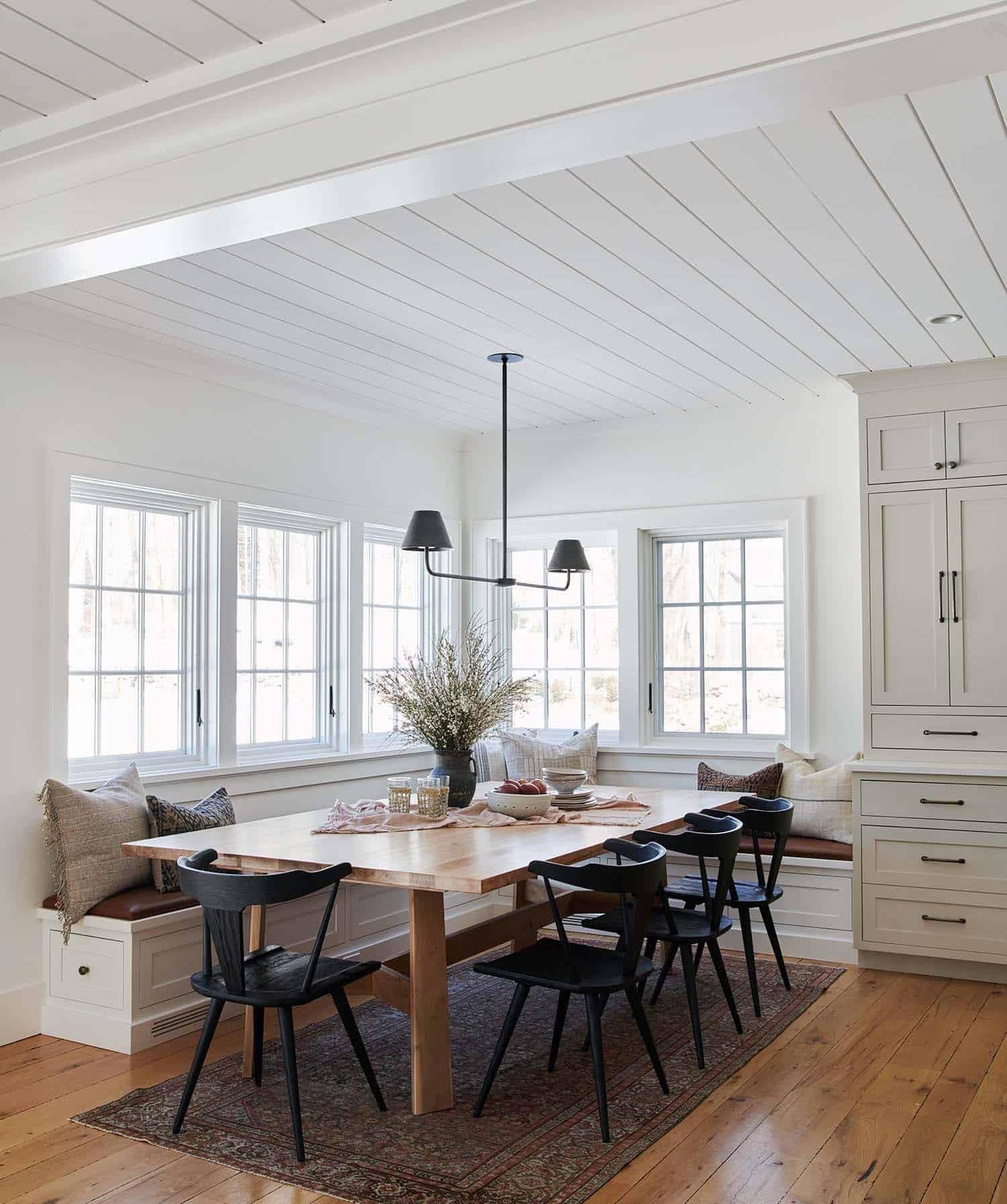 traditional-modern-kitchen-breakfast-nook-dream-house