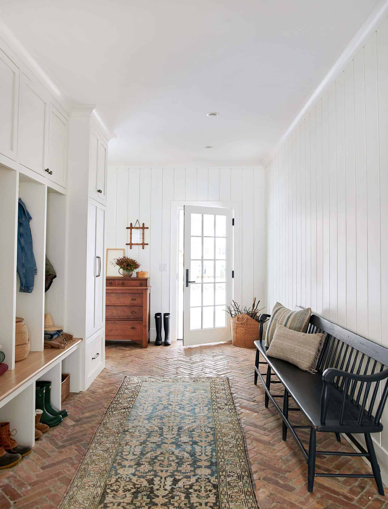 traditional-modern-mudroom-dream-house