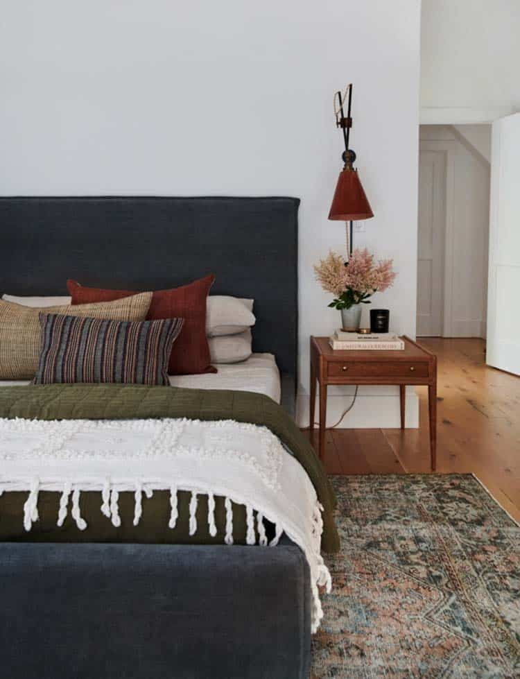 traditional-modern-guest-bedroom