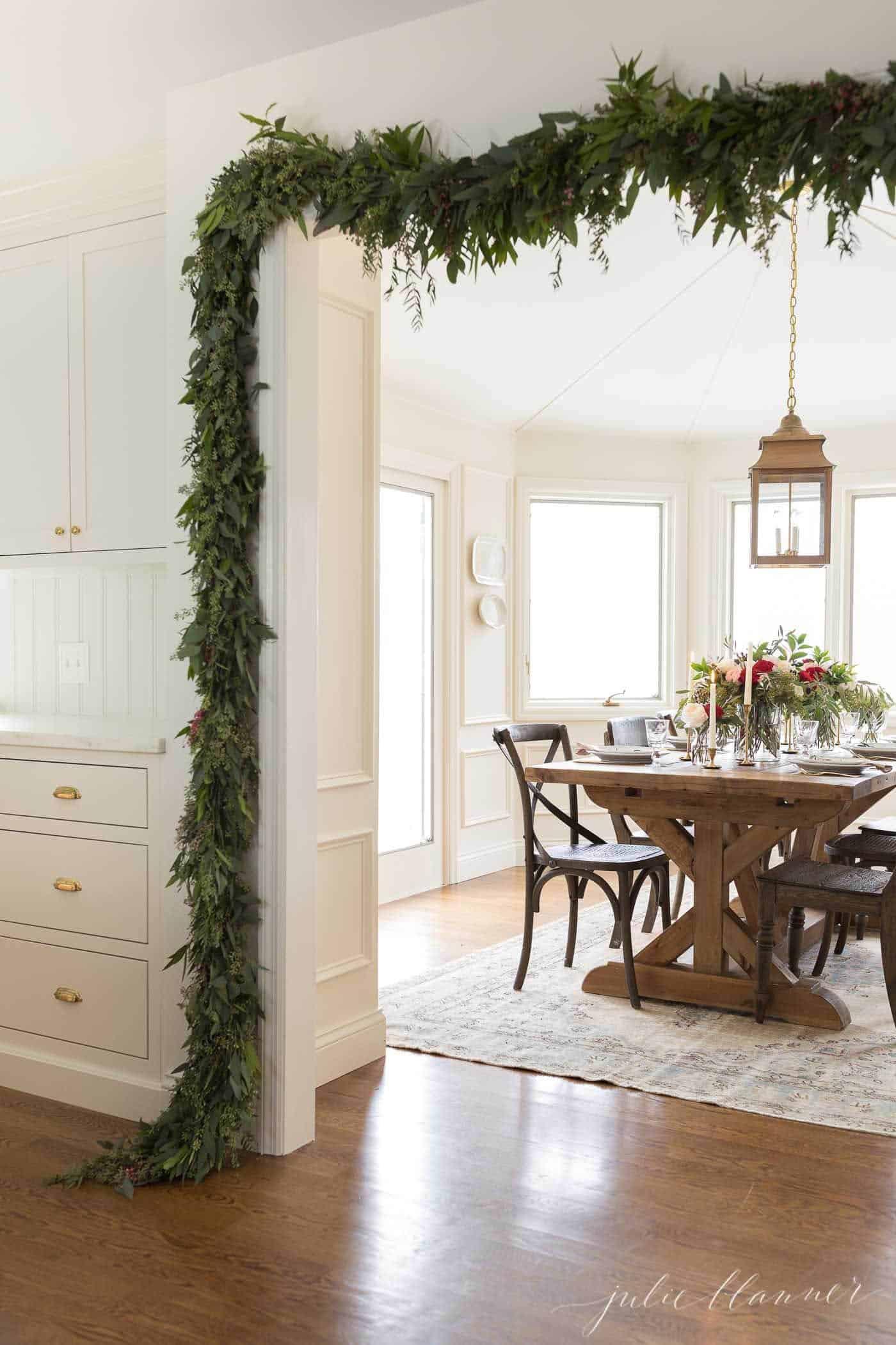 gorgeous-christmas-garland-decorating-ideas-doorway