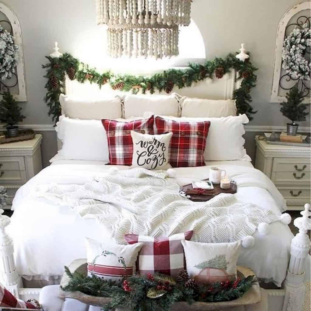 gorgeous-christmas-garland-decorating-ideas-bedroom-headboard