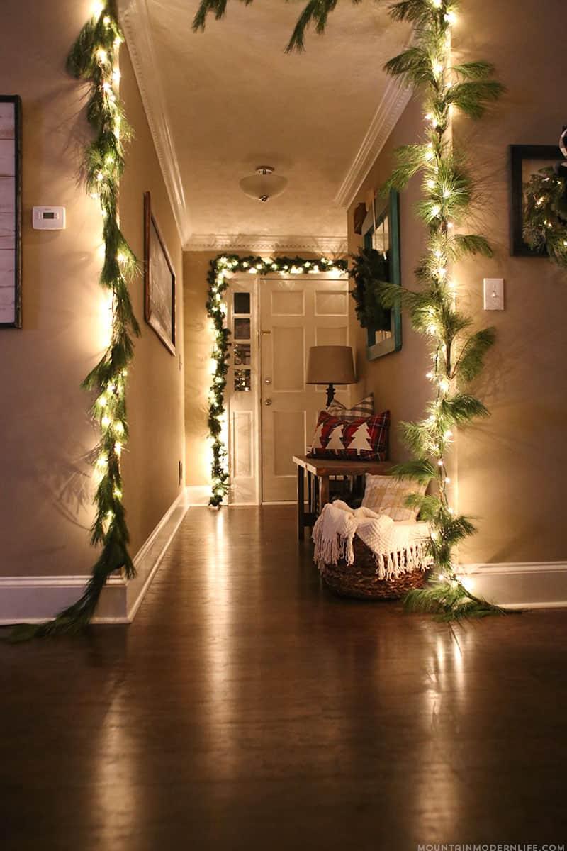 gorgeous-christmas-garland-decorating-ideas-doorways