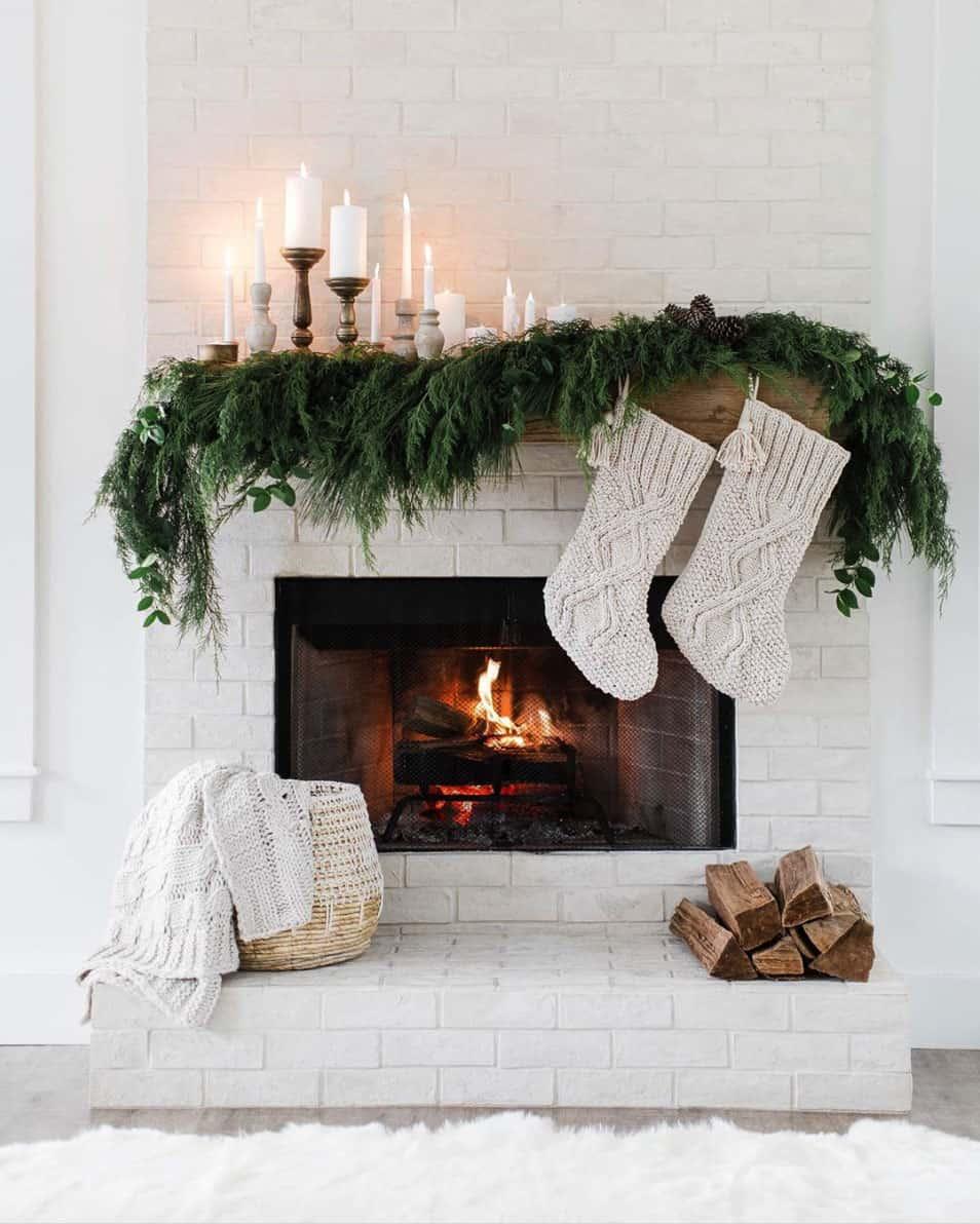 gorgeous-christmas-garland-decorating-ideas-fireplace-mantel