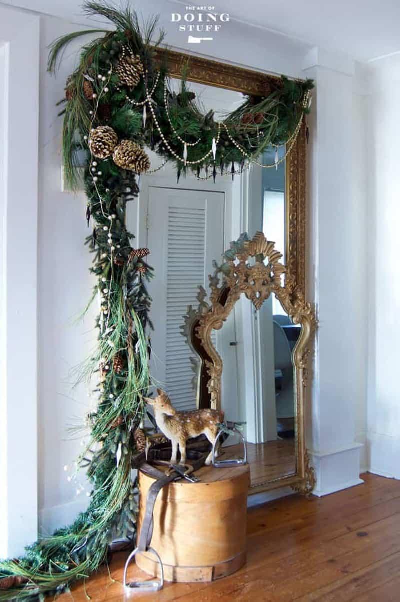 gorgeous-christmas-garland-decorating-ideas-hallway-mirror