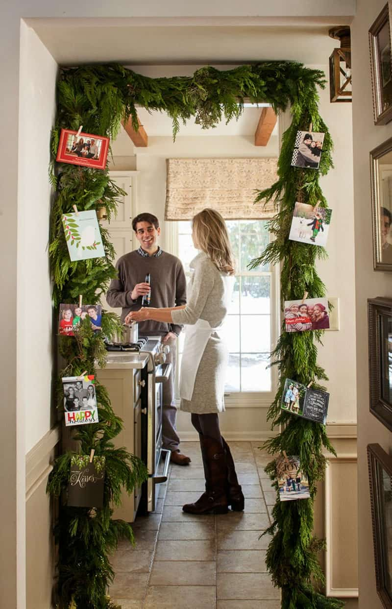 gorgeous-christmas-garland-decorating-ideas-kitchen-entryway