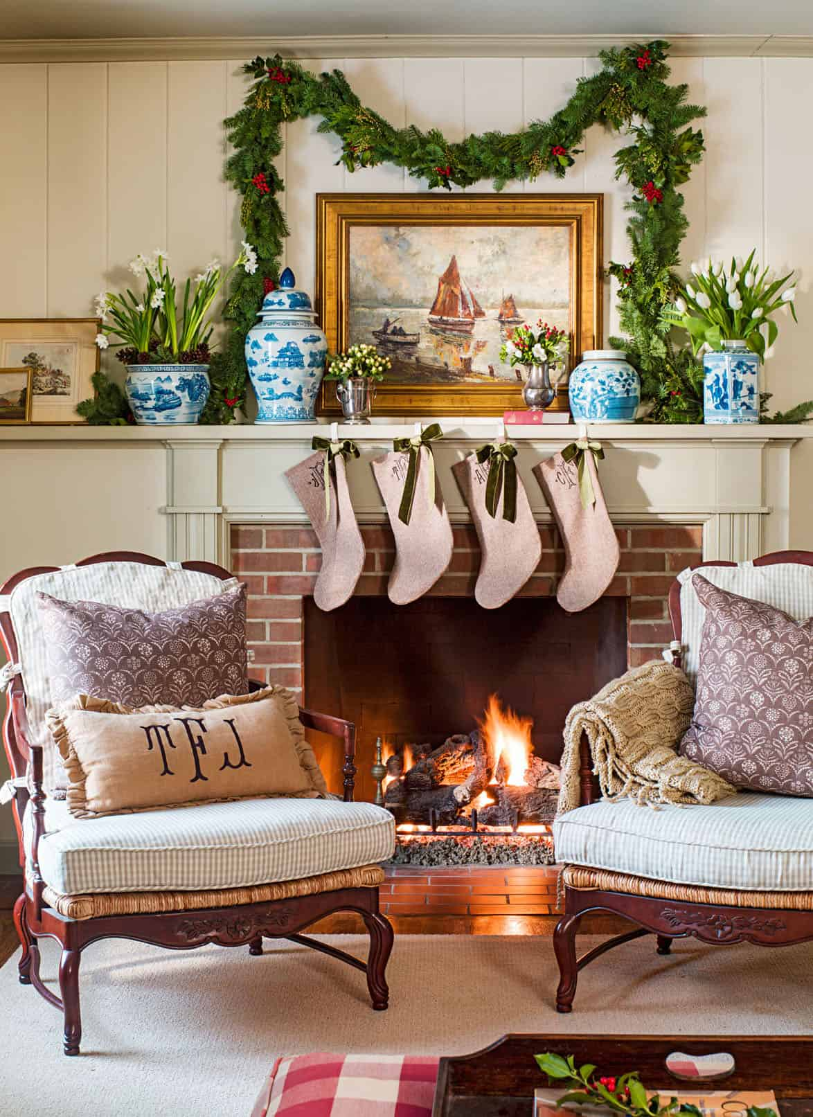 gorgeous-christmas-garland-decorating-ideas-living-room-fireplace