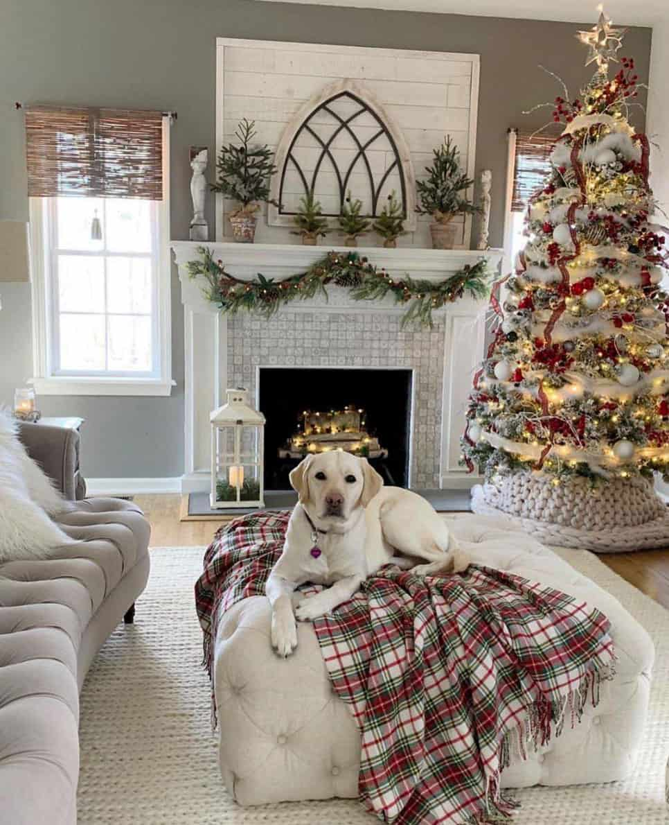 gorgeous-christmas-garland-decorating-ideas-living-room-fireplace-mantel