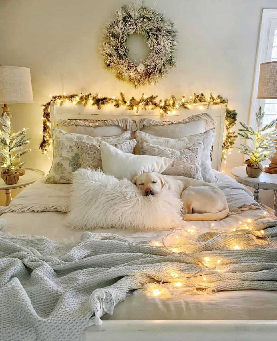 gorgeous-christmas-garland-decorating-ideas-bedroom