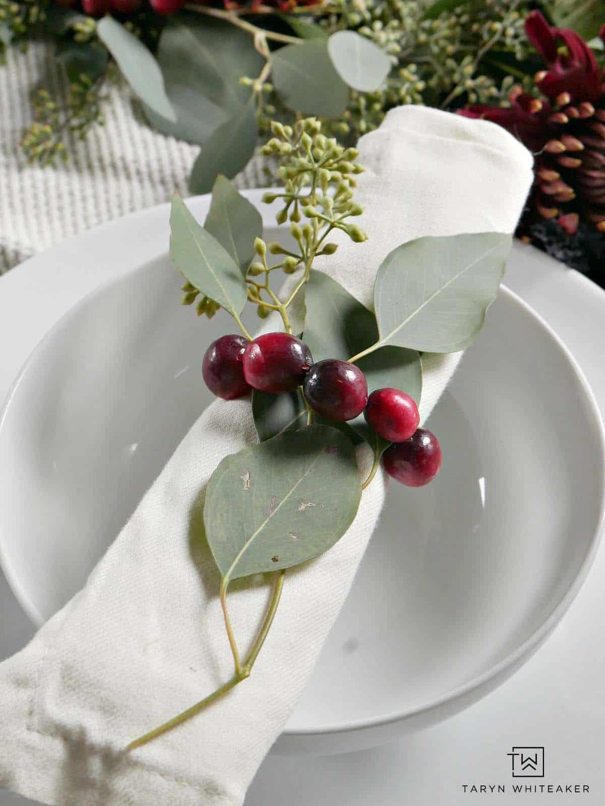 gorgeous-thanksgiving-centerpiece-idea-cranberry