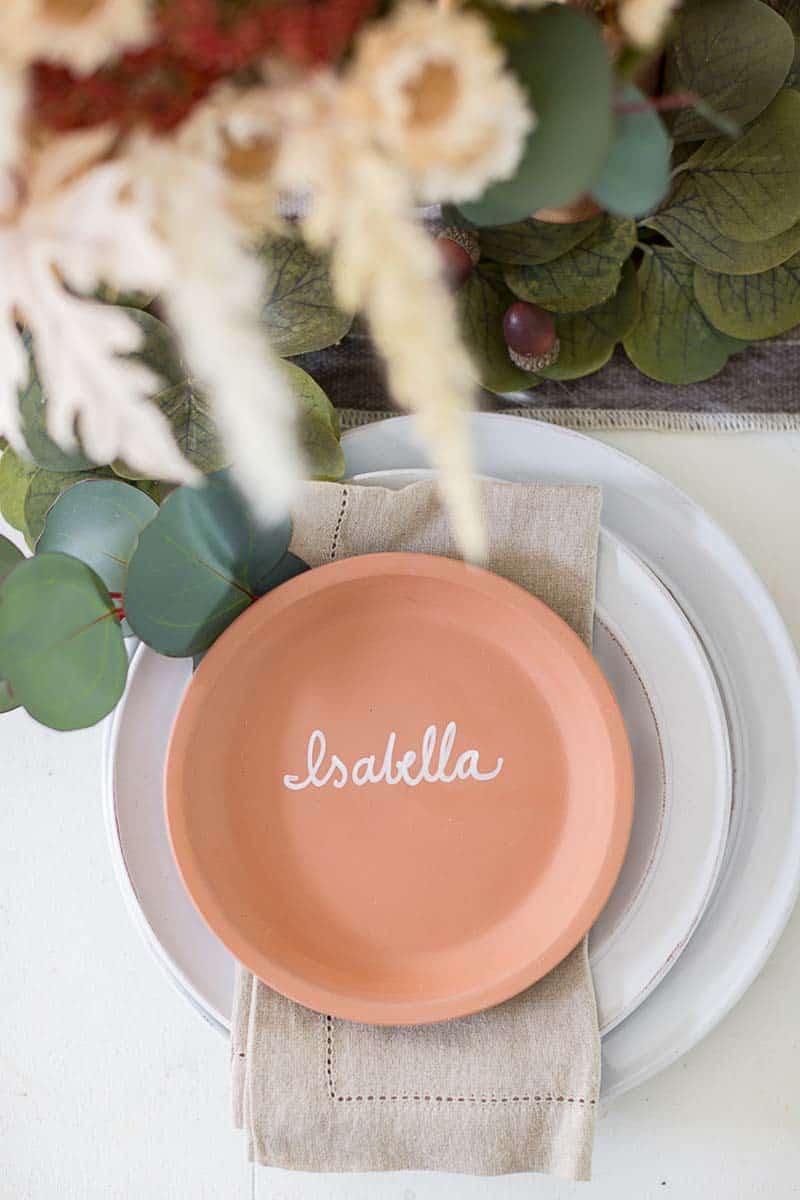 gorgeous-thanksgiving-centerpiece-idea-terracotta-plate