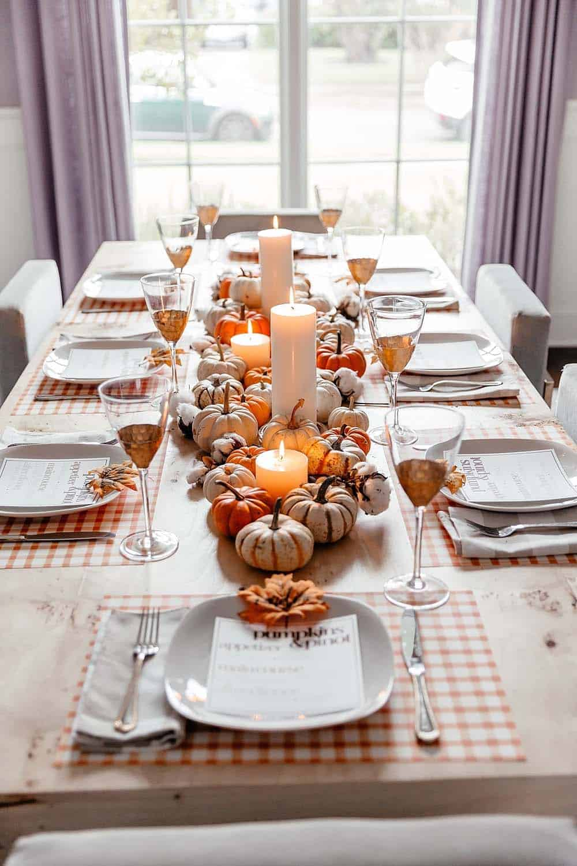 gorgeous-thanksgiving-centerpiece-idea-mini-pumpkins