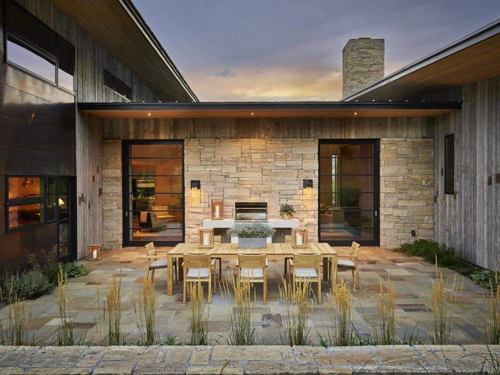 snake-river-canyon-residence-rustic-patio