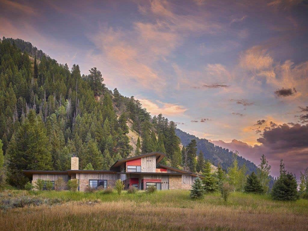 snake-river-canyon-residence-rustic-contemporary-exterior